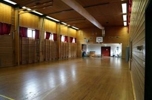 Gymsal med scene
