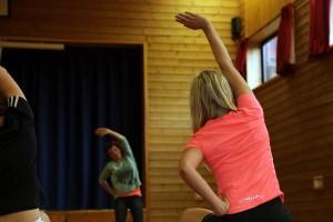 Gymsal gir god plass for større arrangementer. Enten trening eller fremføringer og stormøter. Scene med sidearealer gjør det mulig å veksle mellom funksjonene raskt.