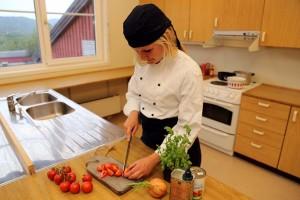 Kjøkkenfascilitetene kan også fungere som et kjøkken til serveringssted i bygget eller i nærheten.